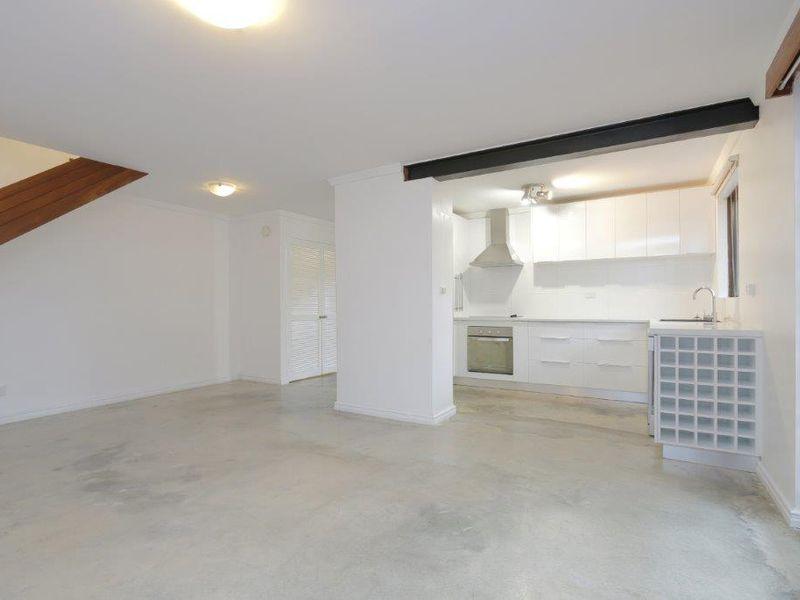 https://propertyphotos.vaultre.com.au/835/761073__reaimport-1568684585-347429-29097.jpg