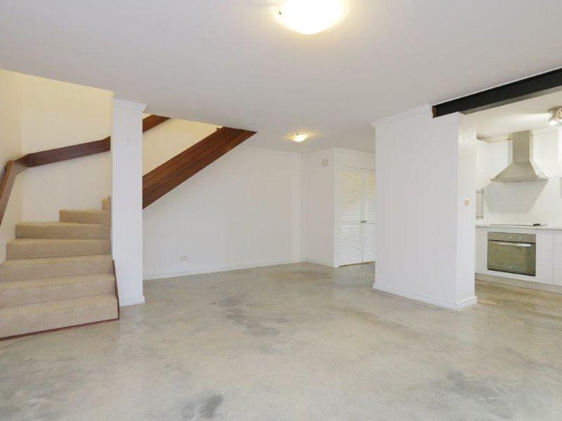 https://propertyphotos.vaultre.com.au/835/761074__reaimport-1568684585-347429-29097.jpg
