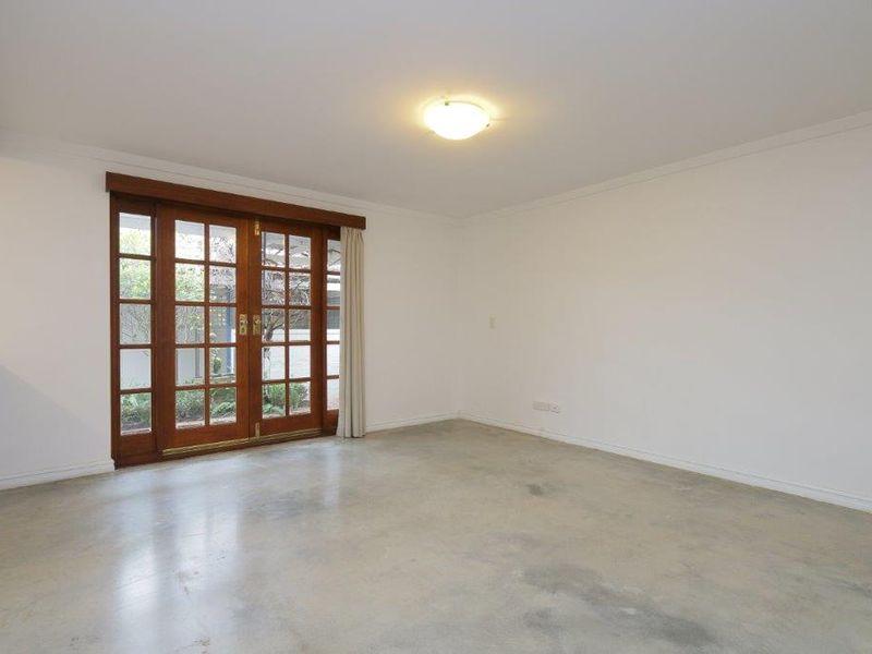 https://propertyphotos.vaultre.com.au/835/761075__reaimport-1568684586-347429-29097.jpg