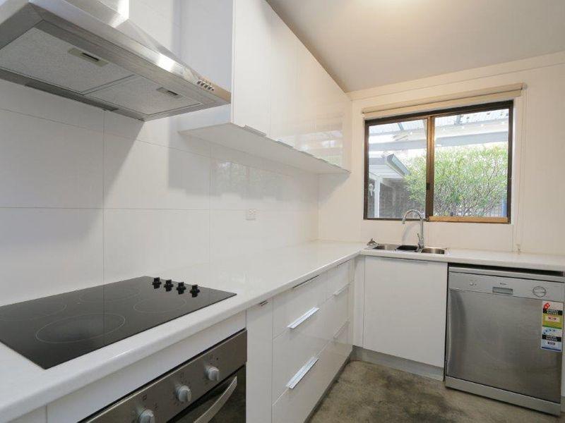 https://propertyphotos.vaultre.com.au/835/761076__reaimport-1568684586-347429-29097.jpg