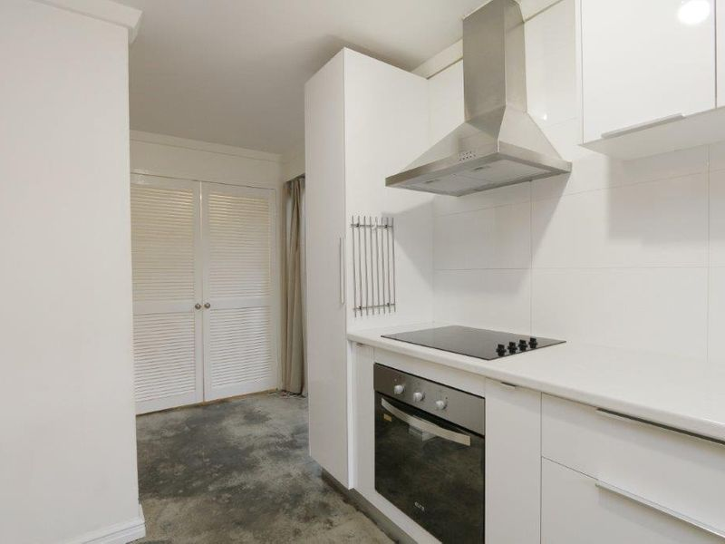 https://propertyphotos.vaultre.com.au/835/761078__reaimport-1568684587-347429-29097.jpg