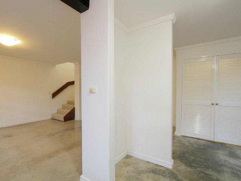 https://propertyphotos.vaultre.com.au/835/761079__reaimport-1568684587-347429-29097.jpg