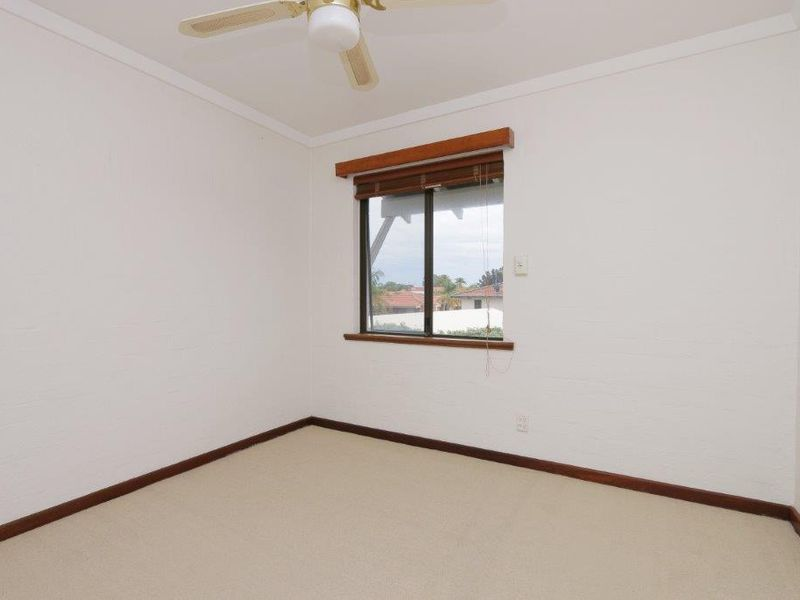 https://propertyphotos.vaultre.com.au/835/761082__reaimport-1568684588-347429-29097.jpg