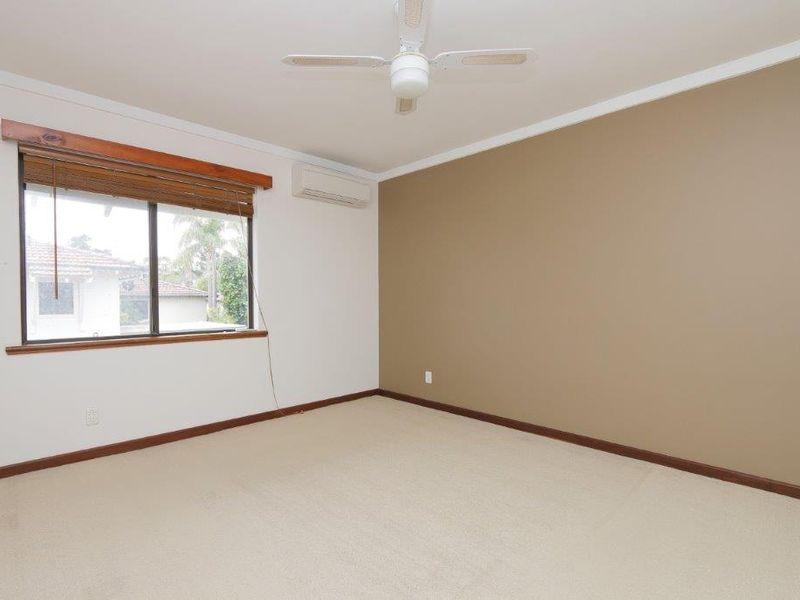 https://propertyphotos.vaultre.com.au/835/761084__reaimport-1568684588-347429-29097.jpg