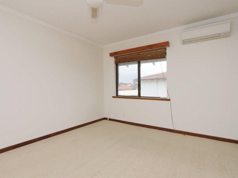 https://propertyphotos.vaultre.com.au/835/761086__reaimport-1568684589-347429-29097.jpg