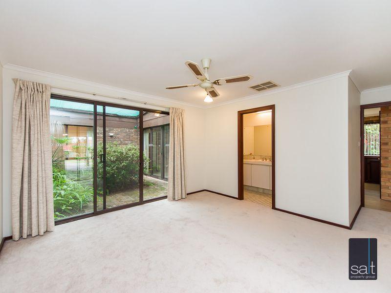 https://propertyphotos.vaultre.com.au/835/761136__reaimport-1568684610-347433-29101.jpg
