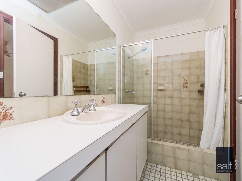https://propertyphotos.vaultre.com.au/835/761137__reaimport-1568684611-347433-29101.jpg