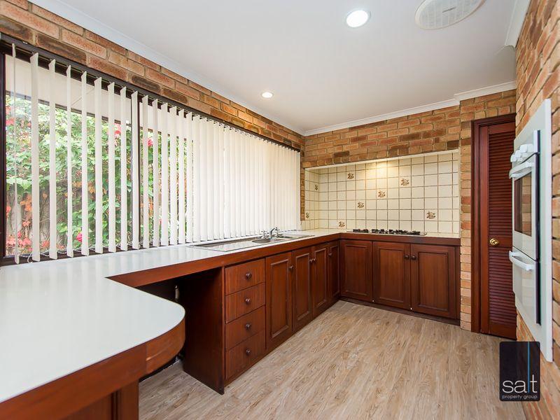 https://propertyphotos.vaultre.com.au/835/761138__reaimport-1568684611-347433-29101.jpg