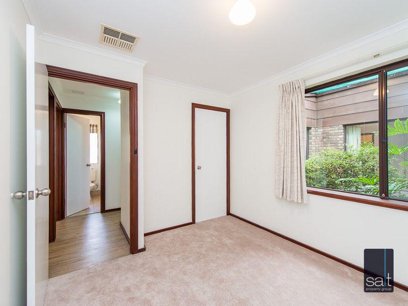 https://propertyphotos.vaultre.com.au/835/761142__reaimport-1568684612-347433-29101.jpg
