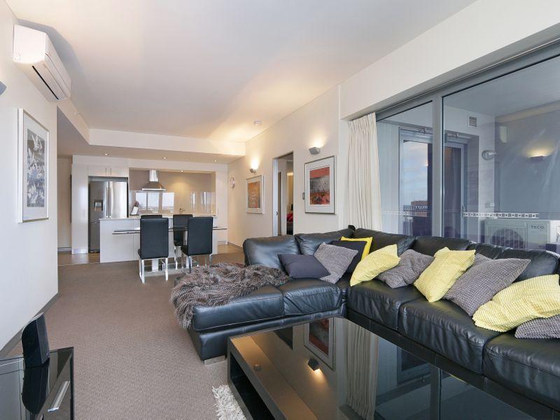 https://propertyphotos.vaultre.com.au/835/761318__reaimport-1568684680-347445-29113.jpg