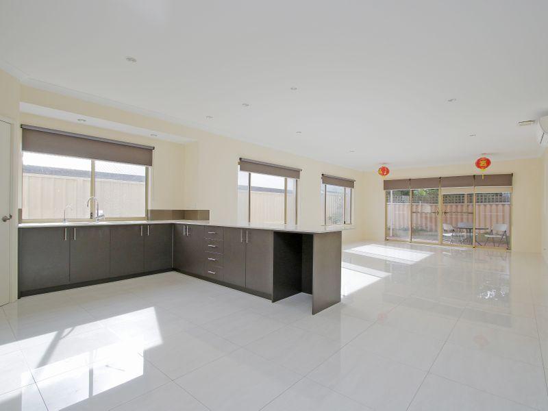 https://propertyphotos.vaultre.com.au/835/761582__reaimport-1568684772-347460-29128.jpg