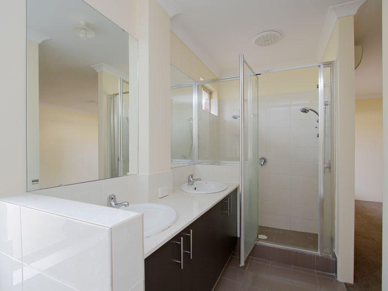 https://propertyphotos.vaultre.com.au/835/761588__reaimport-1568684775-347460-29128.jpg