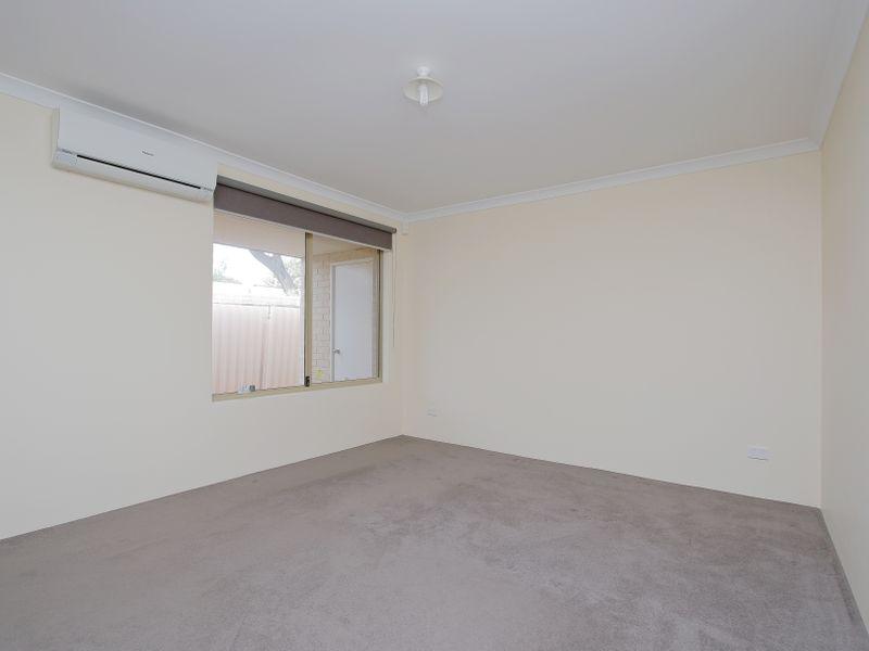 https://propertyphotos.vaultre.com.au/835/761589__reaimport-1568684775-347460-29128.jpg