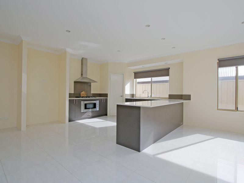 https://propertyphotos.vaultre.com.au/835/761592__reaimport-1568684777-347460-29128.jpg
