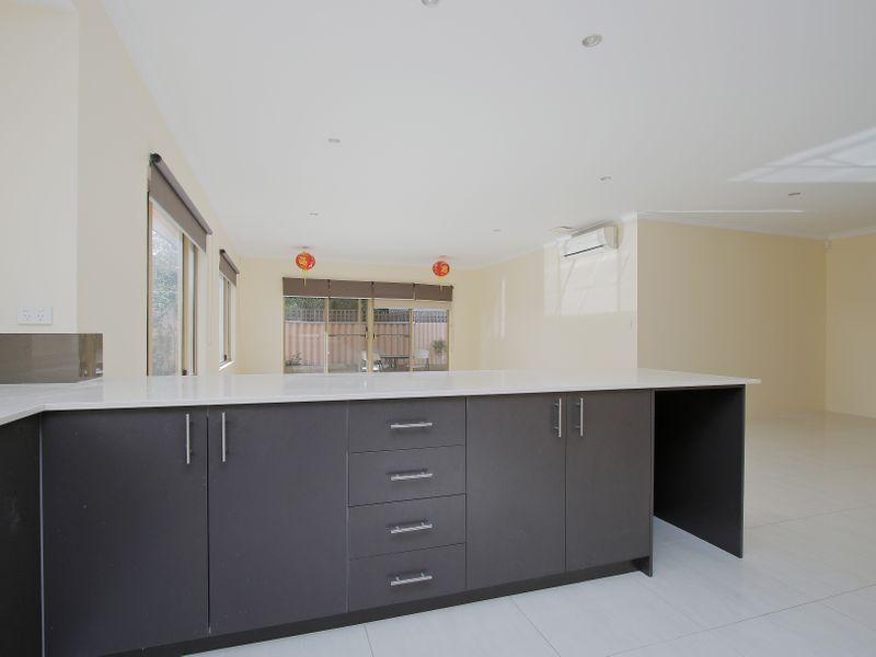 https://propertyphotos.vaultre.com.au/835/761593__reaimport-1568684778-347460-29128.jpg