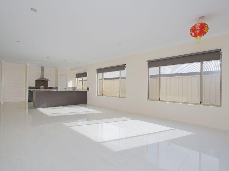 https://propertyphotos.vaultre.com.au/835/761594__reaimport-1568684778-347460-29128.jpg