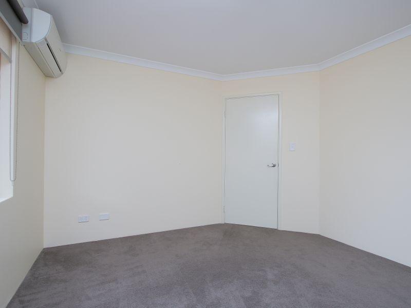https://propertyphotos.vaultre.com.au/835/761599__reaimport-1568684780-347460-29128.jpg