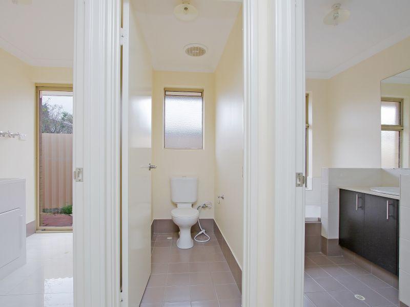 https://propertyphotos.vaultre.com.au/835/761602__reaimport-1568684782-347460-29128.jpg