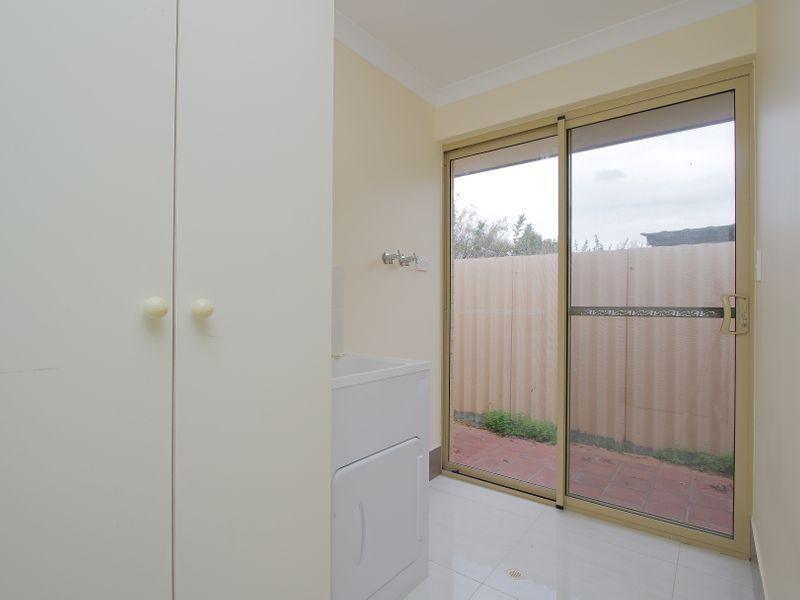 https://propertyphotos.vaultre.com.au/835/761603__reaimport-1568684782-347460-29128.jpg