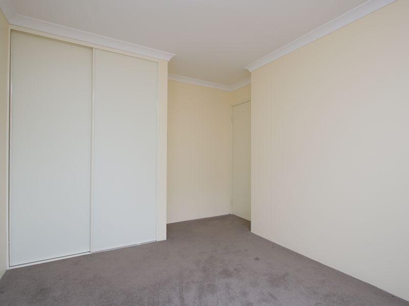 https://propertyphotos.vaultre.com.au/835/761609__reaimport-1568684784-347460-29128.jpg