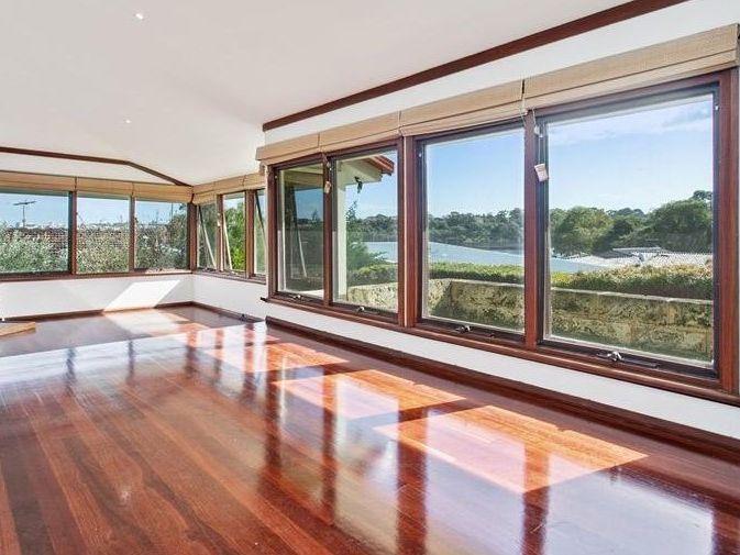 https://propertyphotos.vaultre.com.au/835/761990__reaimport-1568684917-347480-29147.jpg