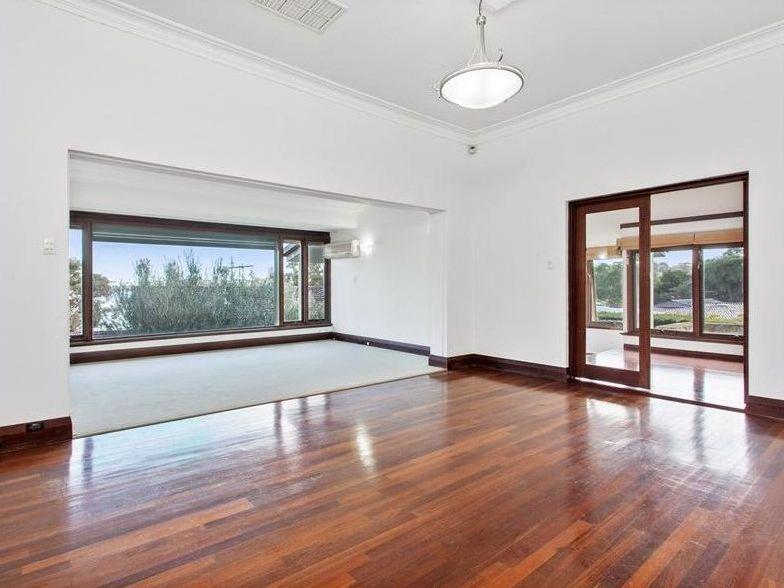 https://propertyphotos.vaultre.com.au/835/761991__reaimport-1568684917-347480-29147.jpg