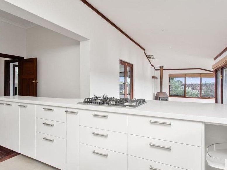 https://propertyphotos.vaultre.com.au/835/761996__reaimport-1568684919-347480-29147.jpg