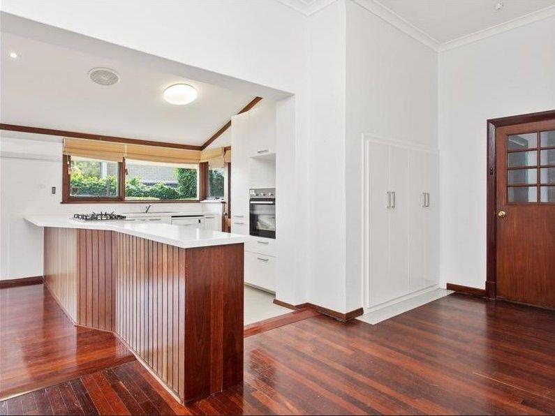 https://propertyphotos.vaultre.com.au/835/761997__reaimport-1568684919-347480-29147.jpg
