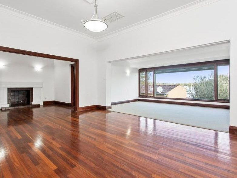 https://propertyphotos.vaultre.com.au/835/761998__reaimport-1568684919-347480-29147.jpg