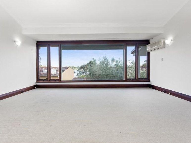 https://propertyphotos.vaultre.com.au/835/761999__reaimport-1568684919-347480-29147.jpg