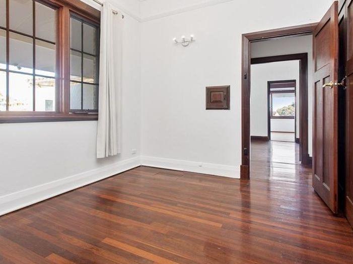 https://propertyphotos.vaultre.com.au/835/762000__reaimport-1568684920-347480-29147.jpg