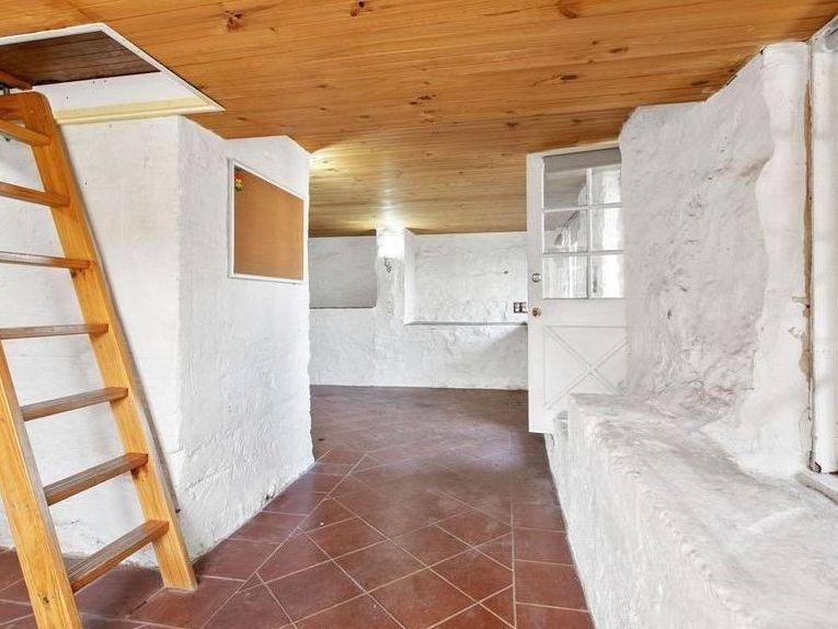 https://propertyphotos.vaultre.com.au/835/762005__reaimport-1568684921-347480-29147.jpg