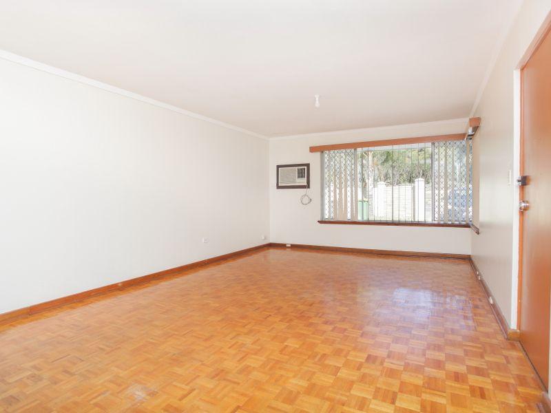 https://propertyphotos.vaultre.com.au/835/762012__reaimport-1568684923-347482-29148.jpg