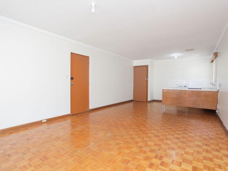 https://propertyphotos.vaultre.com.au/835/762013__reaimport-1568684923-347482-29148.jpg