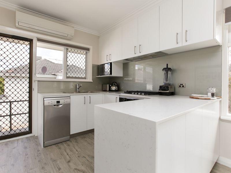 https://propertyphotos.vaultre.com.au/835/762024__reaimport-1568684927-347483-29149.jpg