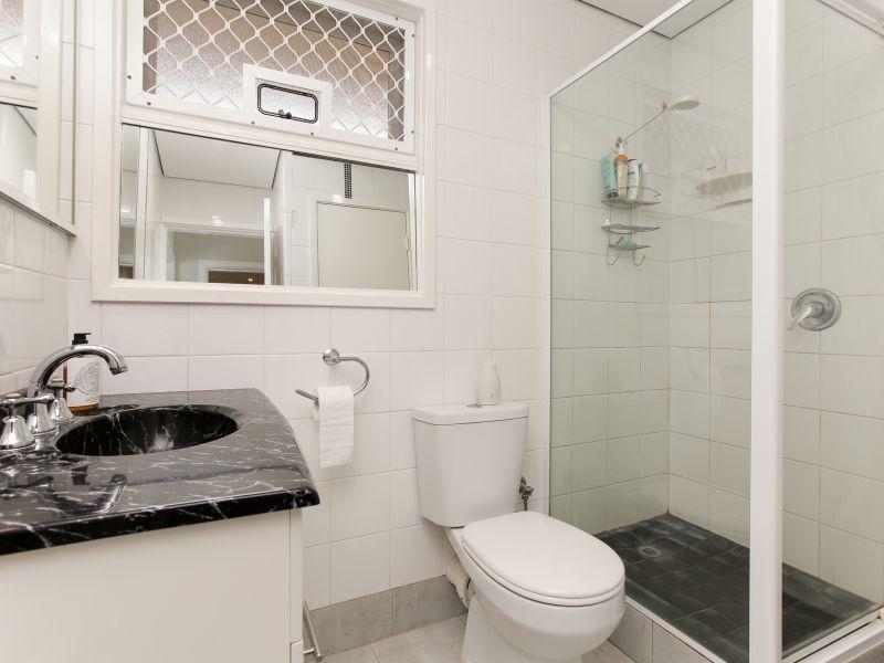 https://propertyphotos.vaultre.com.au/835/762028__reaimport-1568684928-347483-29149.jpg
