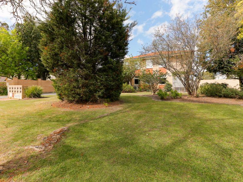https://propertyphotos.vaultre.com.au/835/762029__reaimport-1568684928-347483-29149.jpg