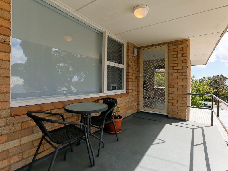 https://propertyphotos.vaultre.com.au/835/762030__reaimport-1568684929-347483-29149.jpg