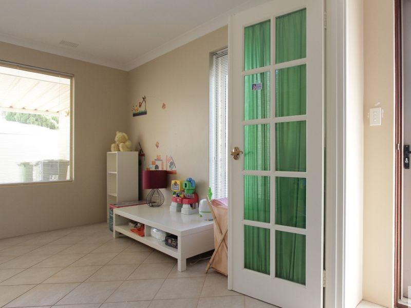 https://propertyphotos.vaultre.com.au/835/762034__reaimport-1568684930-347484-29150.jpg