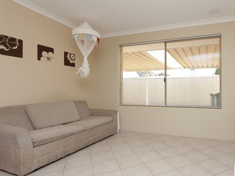 https://propertyphotos.vaultre.com.au/835/762035__reaimport-1568684931-347484-29150.jpg