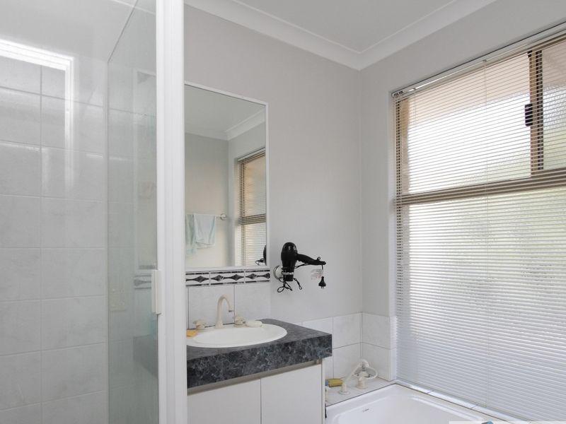 https://propertyphotos.vaultre.com.au/835/762038__reaimport-1568684932-347484-29150.jpg