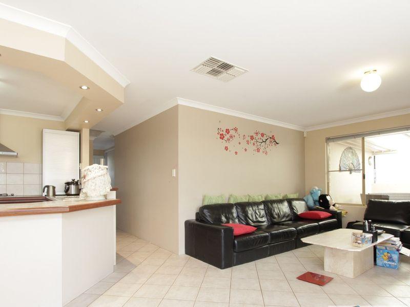https://propertyphotos.vaultre.com.au/835/762039__reaimport-1568684932-347484-29150.jpg
