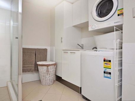 https://propertyphotos.vaultre.com.au/835/762116__reaimport-1568684956-347489-29155.jpg