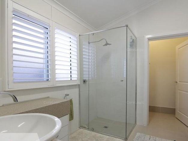 https://propertyphotos.vaultre.com.au/835/762251__reaimport-1568684998-347501-29167.jpg
