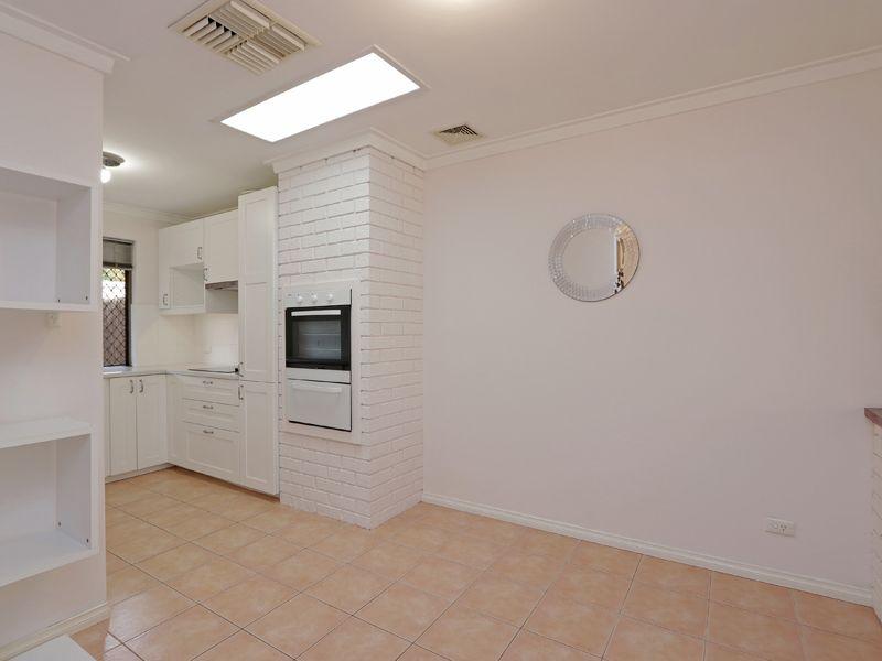 https://propertyphotos.vaultre.com.au/835/762315__reaimport-1568685019-347506-29172.jpg
