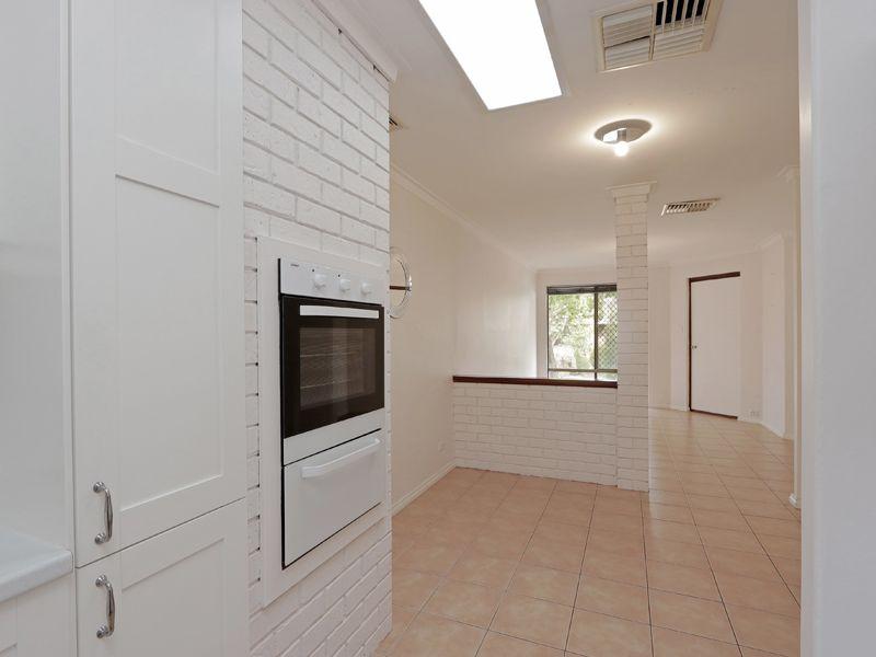 https://propertyphotos.vaultre.com.au/835/762316__reaimport-1568685019-347506-29172.jpg