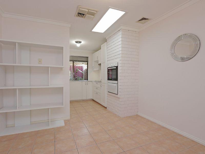 https://propertyphotos.vaultre.com.au/835/762317__reaimport-1568685019-347506-29172.jpg