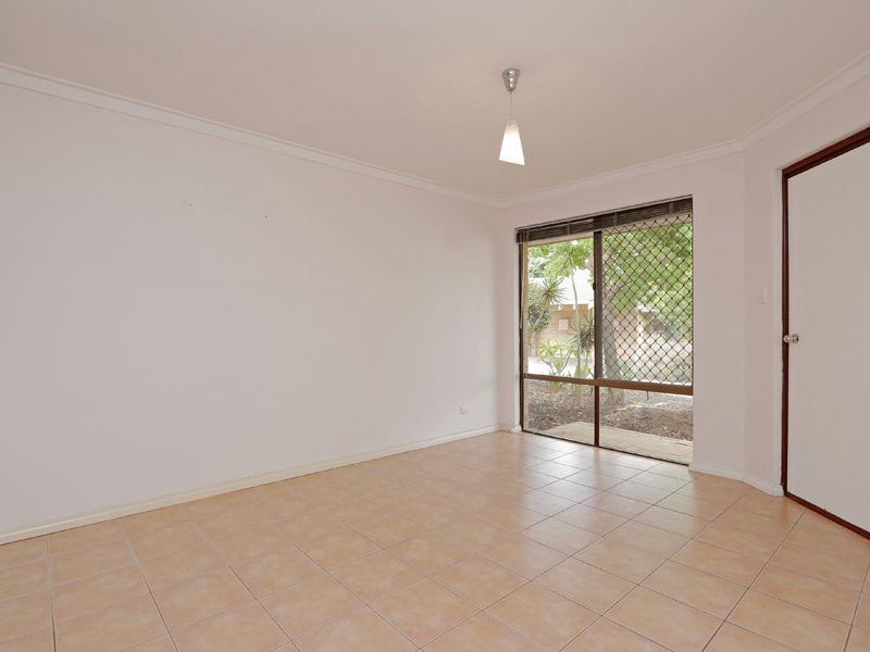 https://propertyphotos.vaultre.com.au/835/762319__reaimport-1568685020-347506-29172.jpg