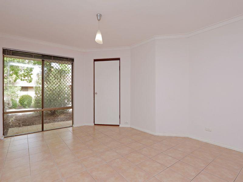https://propertyphotos.vaultre.com.au/835/762320__reaimport-1568685020-347506-29172.jpg