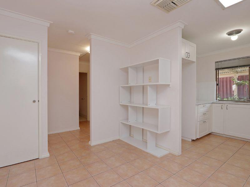 https://propertyphotos.vaultre.com.au/835/762321__reaimport-1568685020-347506-29172.jpg